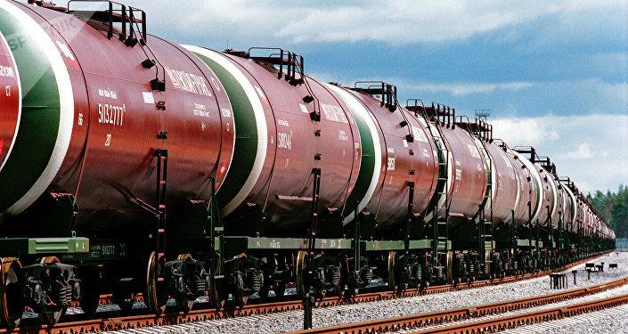 装运原油的货运火车