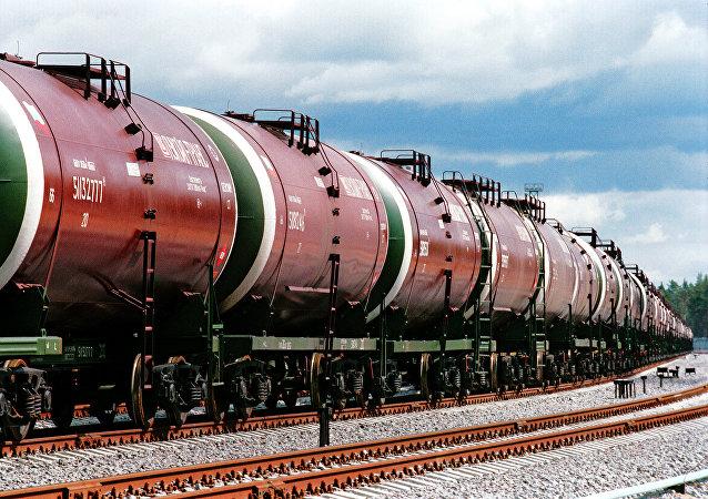裝運原油的貨運火車