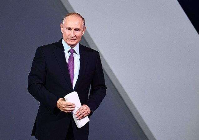 """普京总统在""""俄罗斯在呼唤""""论坛上发言"""