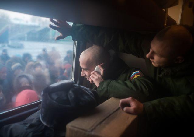 普京:俄罗斯正在逐渐放弃征召服兵役