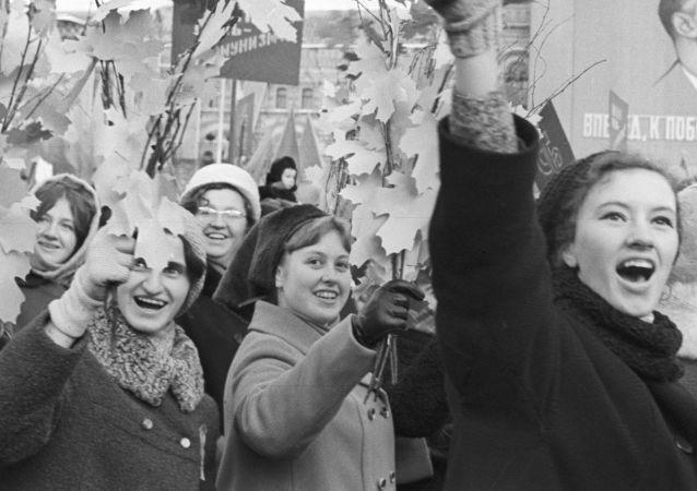 逾半數俄羅斯人未聽說過自己家族在十月革命前後的生活情況