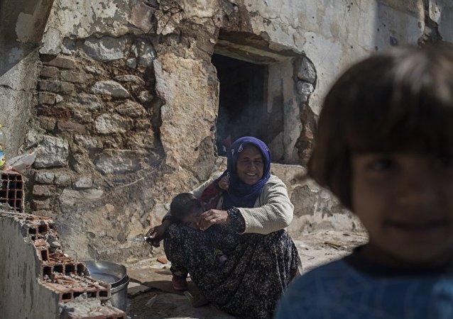 武装分子封锁道路禁止难民离开叙约边境上的鲁克班干难民营