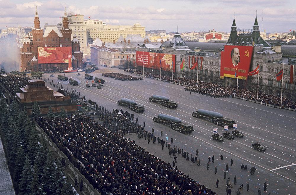 慶祝偉大的社會主義革命五十一週年