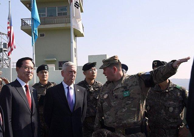 美防长詹姆斯·马蒂斯访问韩国期间到访朝韩非军事区