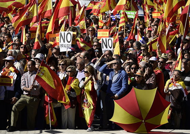 數千名西班牙統一的支持者在馬德里市中心遊行