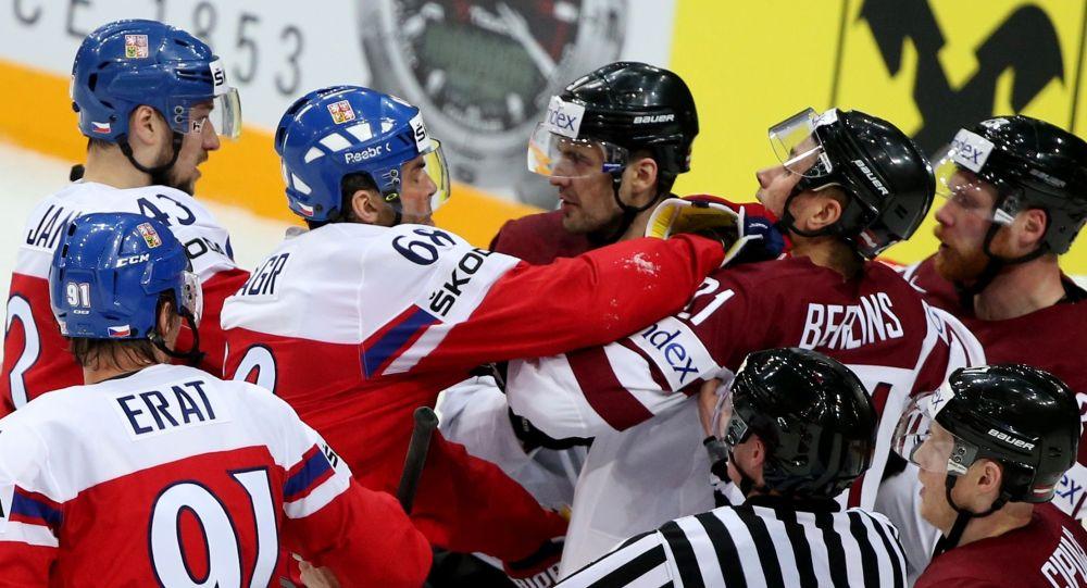 中俄冰球隊在青少年冰球聯賽中發生群毆