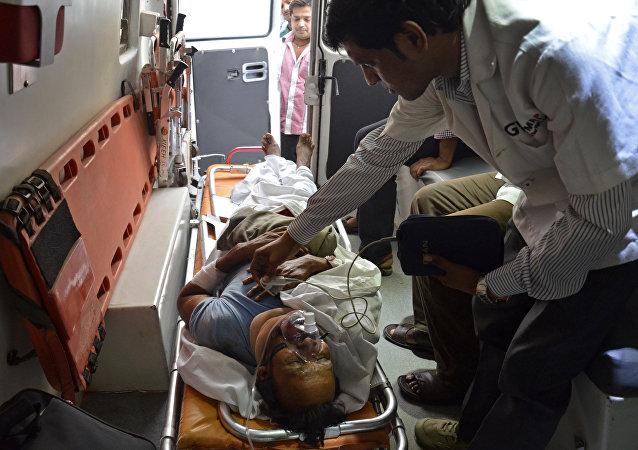 印度南部一辆载有朝圣者的巴士坠毁导致50人死亡