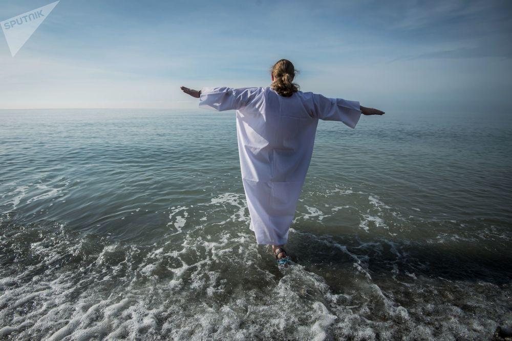 在黑海參加主顯節洗禮的神職人員