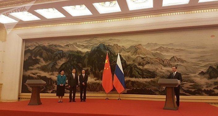 梅德韦杰夫向中国领导人颁发俄罗斯友谊勋章