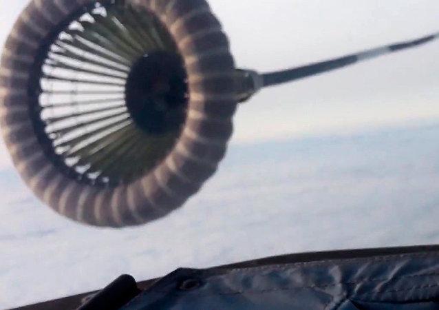 伊尔-78为苏-34空中加油