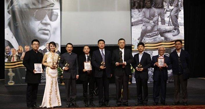 白嗣宏在第15屆奧澤洛夫國際軍事電影節(右側第二位)