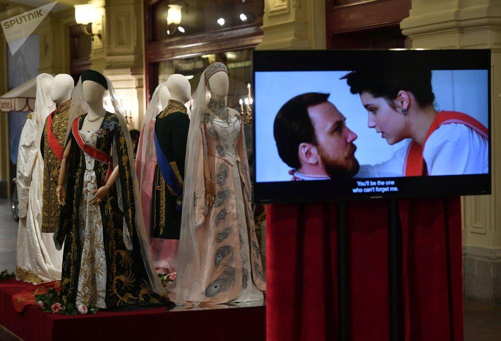 主辦方共展出70余件阿列克謝·烏奇捷利所執導影片《瑪蒂爾達》的原裝戲服和配飾。