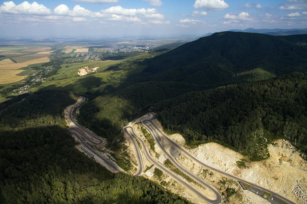 通向阿爾泰邊疆區 「別洛庫里哈」 療養勝地的公路