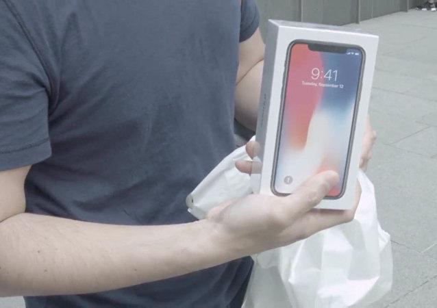 iPhone X開售:新加坡專賣店果粉排隊三天