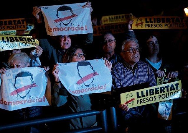 西班牙加区政府前成员在监狱里过夜
