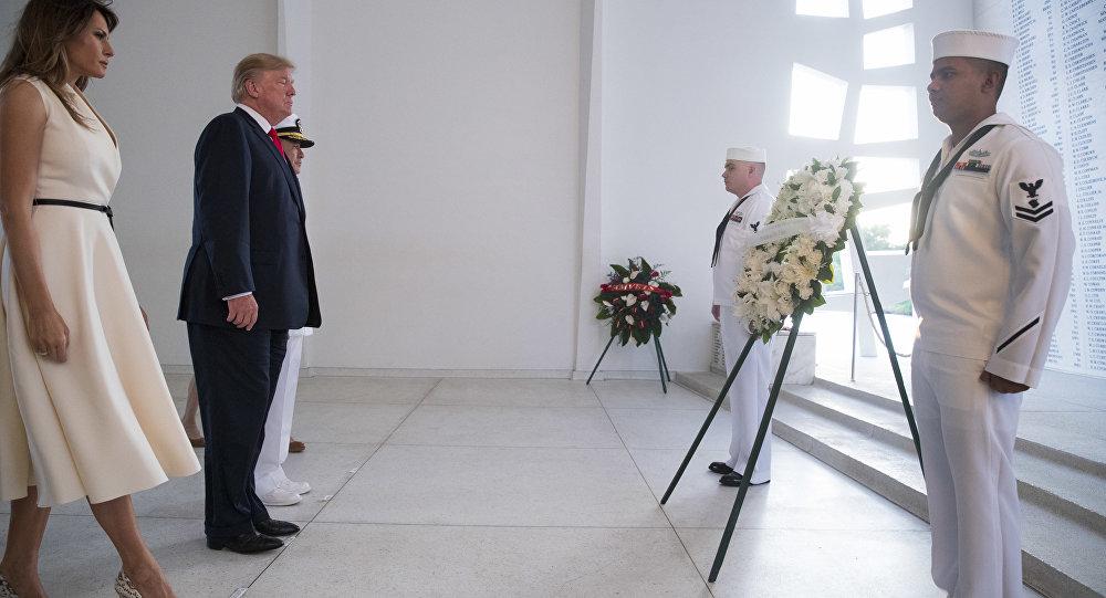 特朗普到访夏威夷州的珍珠港纪念碑