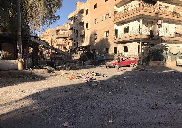 以美国为首的国际联军在叙代尔祖尔省苏萨镇对平民住宅进行空袭