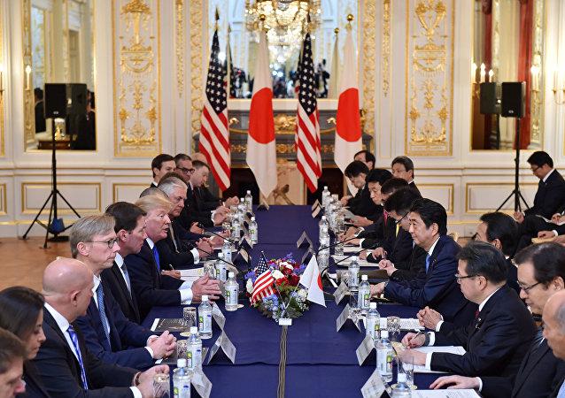 特朗普訪問日本