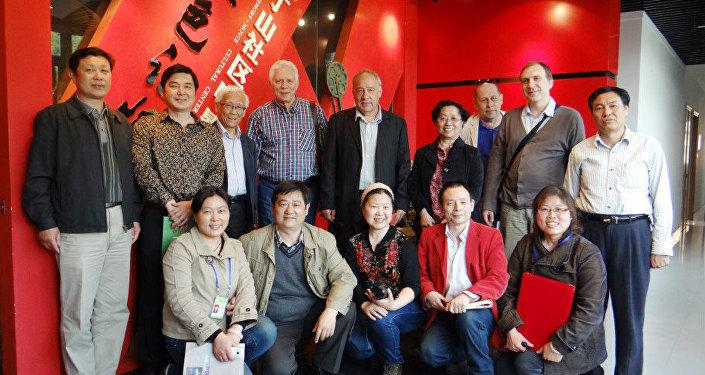南京,把俄國電影送到南京社區文化館同觀眾熱情見面