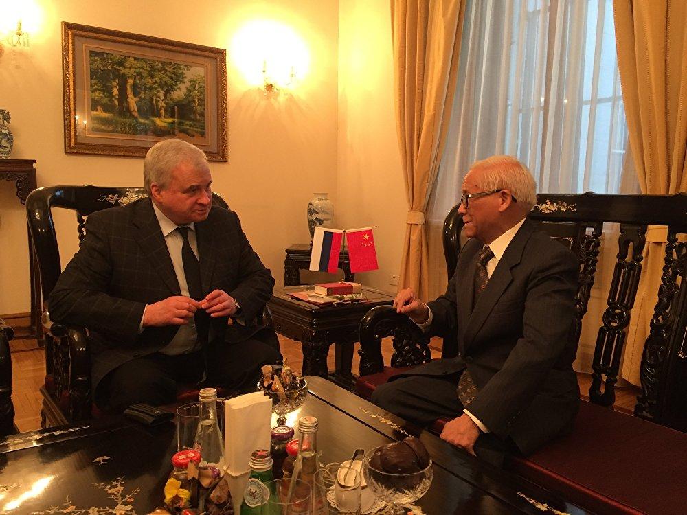 白嗣宏與俄羅斯駐華大使吉尼索夫先生曾有會面