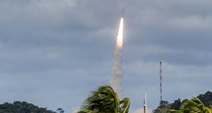 「織女星」運載火箭因二級發動機故障引發事故