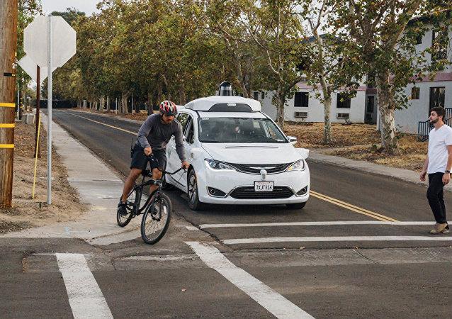 美国Waymo公司开始测试无人汽车