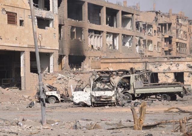 美国为首的国际联军对代尔祖尔省的空袭导致一个家庭的14名成员死亡