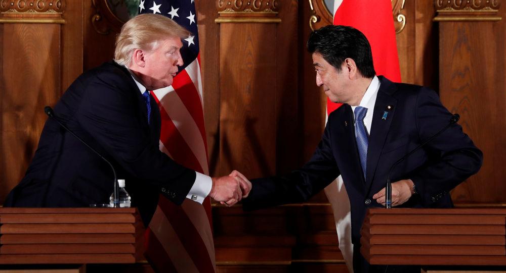 美国总统特朗普会见日本首相安倍晋三