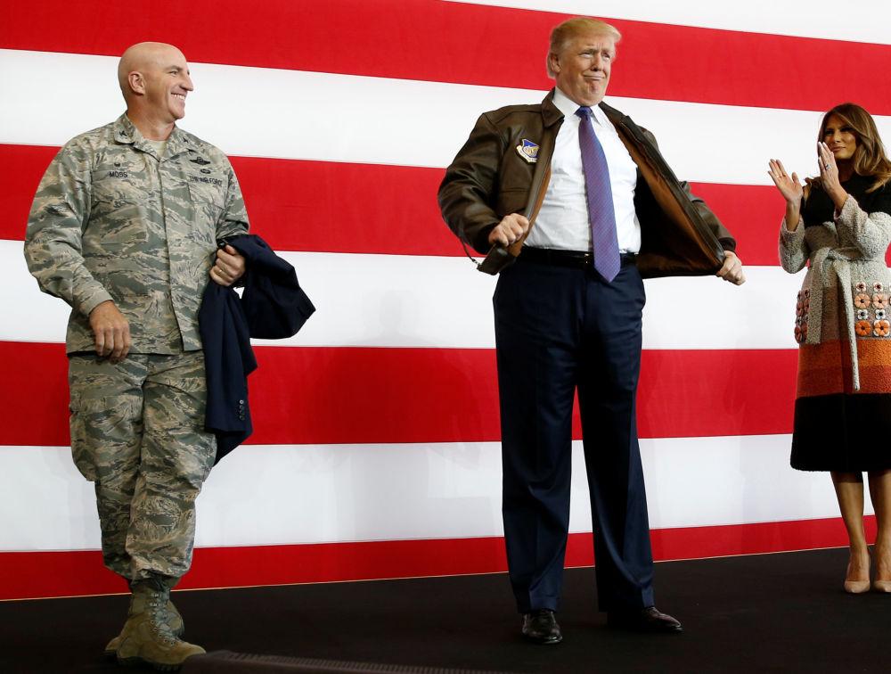美国总统唐纳德·特朗普在美国驻日本横田空军基地