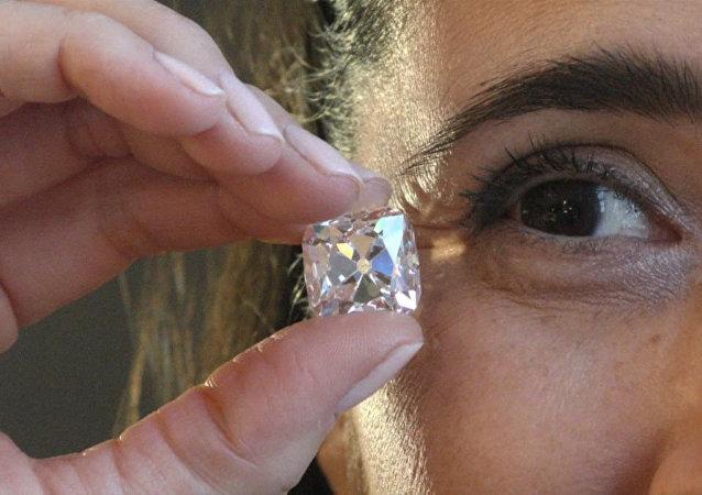 拍賣行推出法國王室鑽石