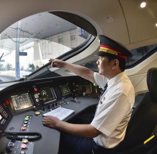 """最新版中国高铁""""复兴号""""将在""""双十一""""期间首次运送快递"""
