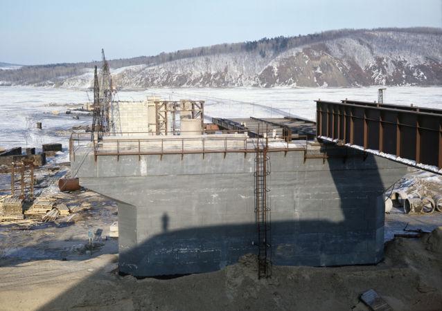 俄中下列宁斯科耶-同江跨国铁路大桥将于2019年7月投入使用