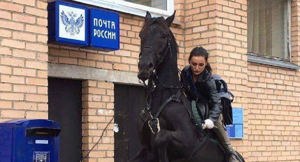 騎馬送件的24歲郵遞員姑娘瑪麗亞·魯布佐娃