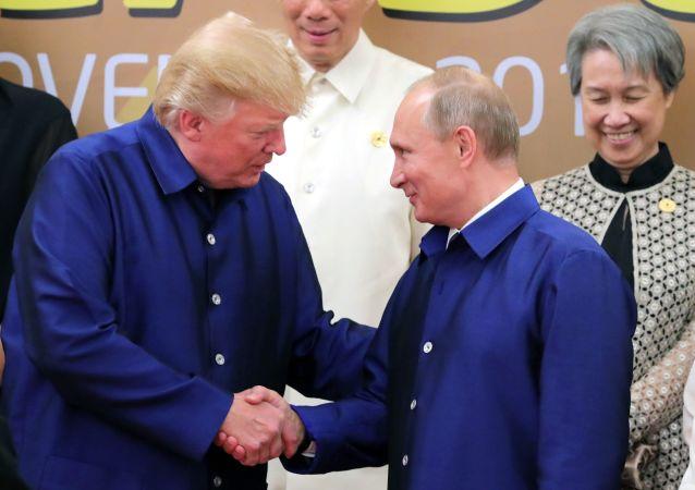 普京談同特朗普握手:他是個有教養的人