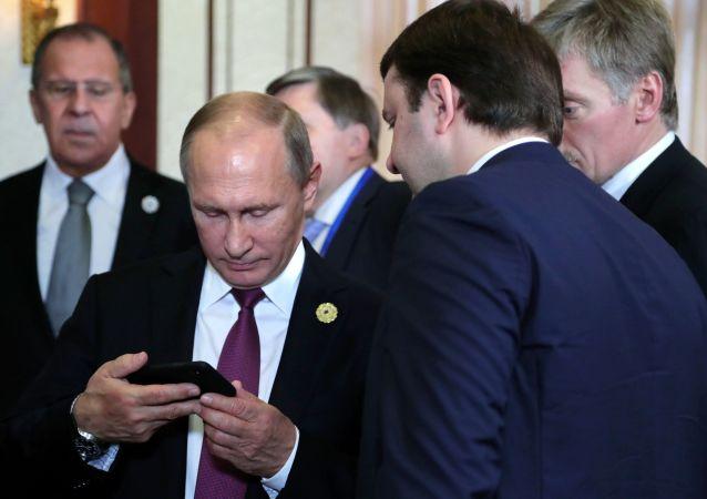 俄總統新聞秘書:國家元首不適用智能手機