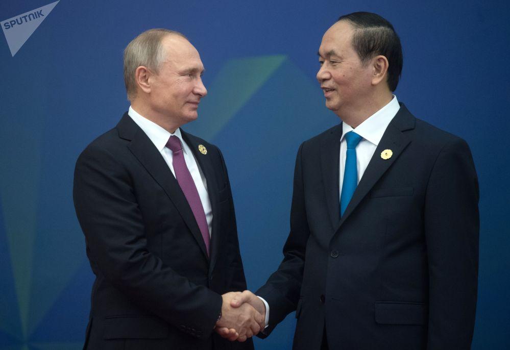俄聯邦普京與越南國家主席在越南峴港市舉行「亞太經合組織」峰會期間。
