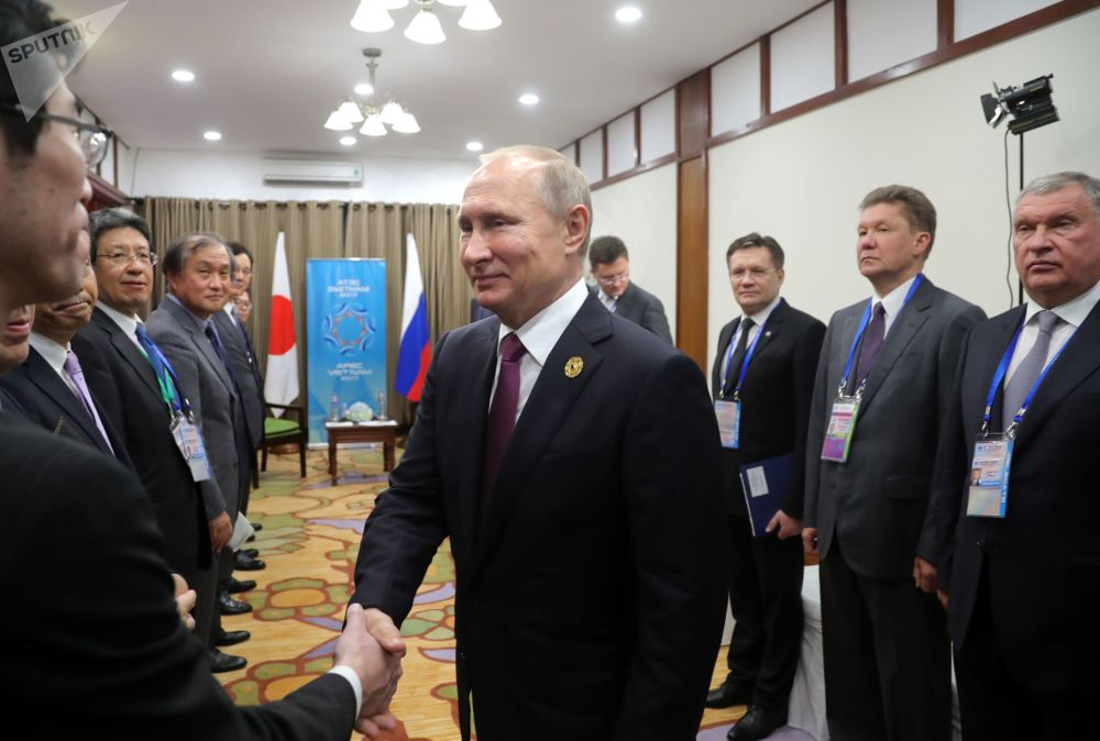 俄聯邦總統普京在前往越南舉行的「亞太經合組織」峰會