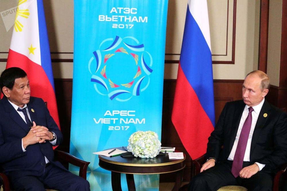 菲律賓總統杜特爾特與俄聯邦總統普京在越南峴港市的「亞太經合組織」峰會期間進行會面。