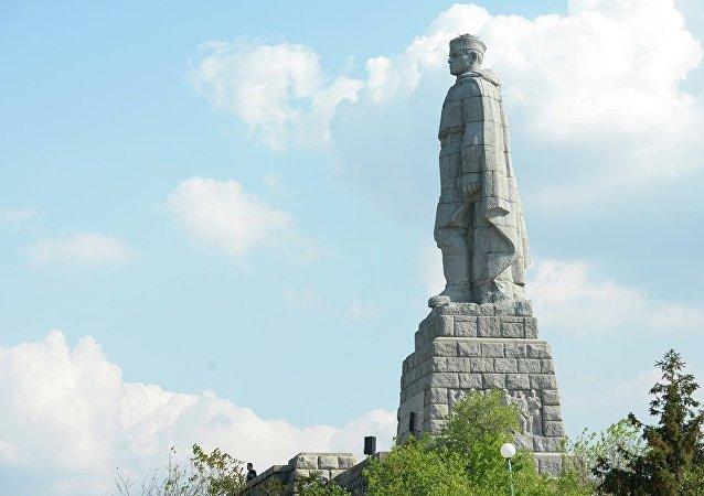 """""""阿廖沙""""雕像"""