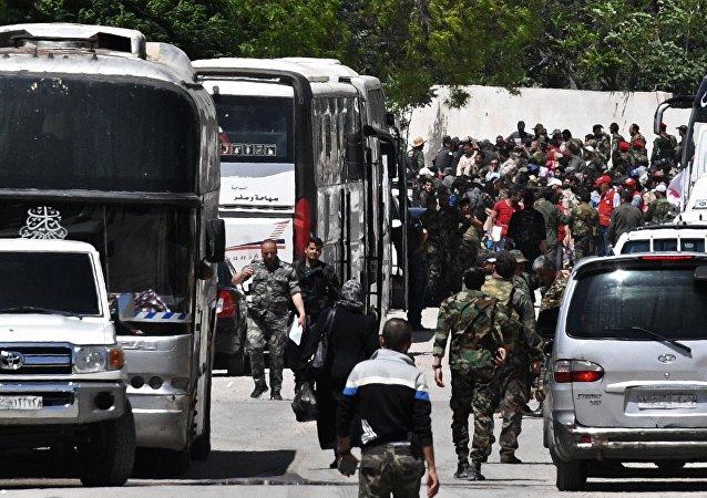 过去一昼超3600名武装分子及其家属撤离叙杜马镇