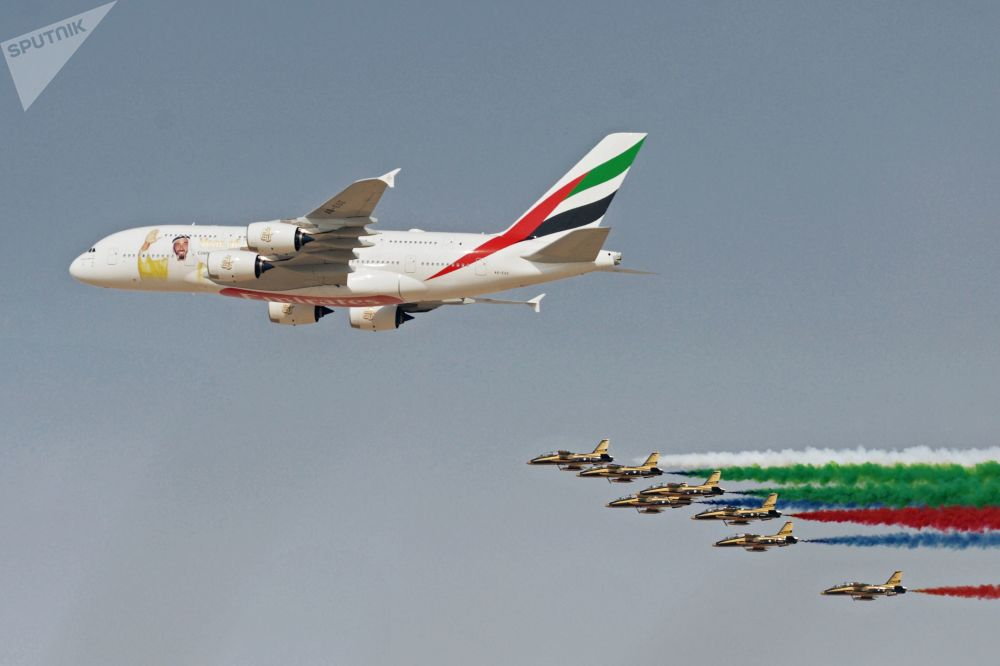 一架被涂色的空客A380-800,纪念阿联酋前总统谢赫·扎耶德·本·苏丹·阿勒纳哈扬诞辰100周年。