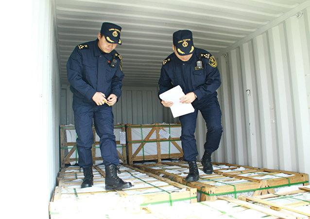 中國海關推動各國聯合打擊固體廢物走私