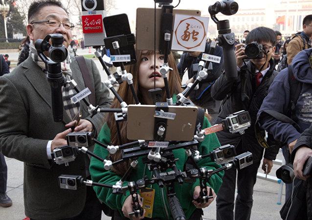 中方希望美方为媒体工作提供便利 而非设置障碍
