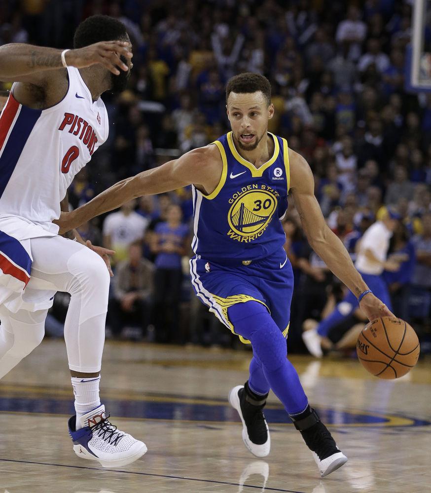 美国篮球运动员斯蒂芬·库里29岁,收入4730万美元。