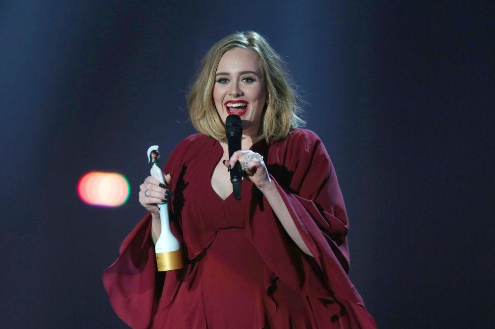 英国歌手阿黛尔29岁,收入6900万美元。