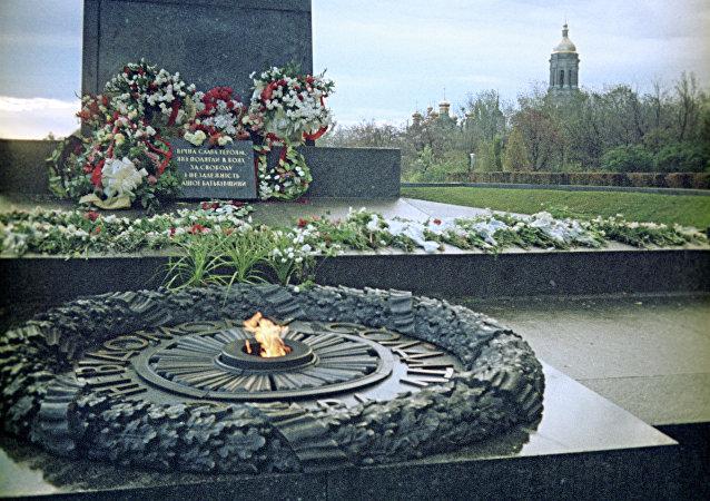 「長明火」紀念碑