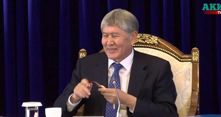 吉爾吉斯斯坦知名報紙主編向總統討要手錶