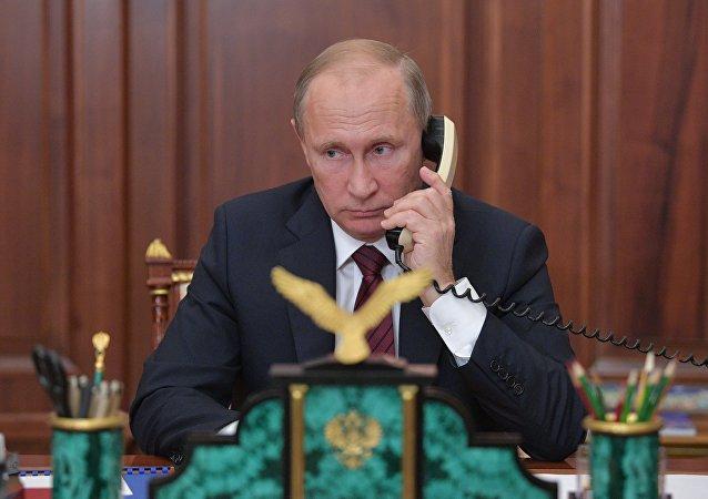 俄总统普京与中国主席习近平在电话交谈中讨论了朝鲜半岛局势调节问题