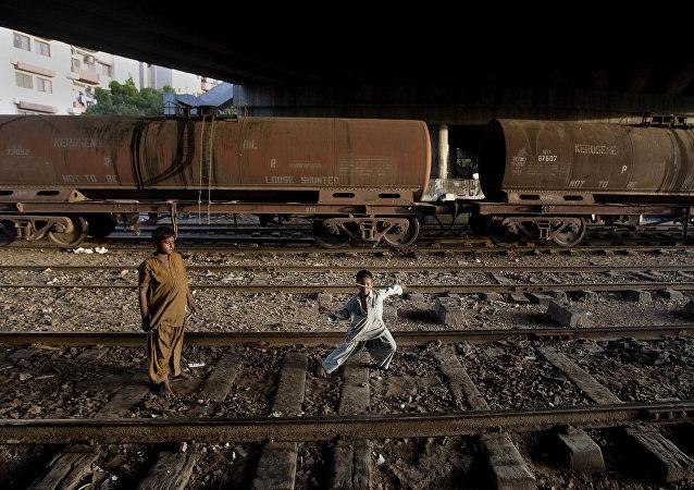 巴基斯坦总理高度评价筹划中的巴阿乌哈俄铁路网建设项目