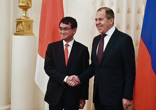 日本外相会见俄外长时